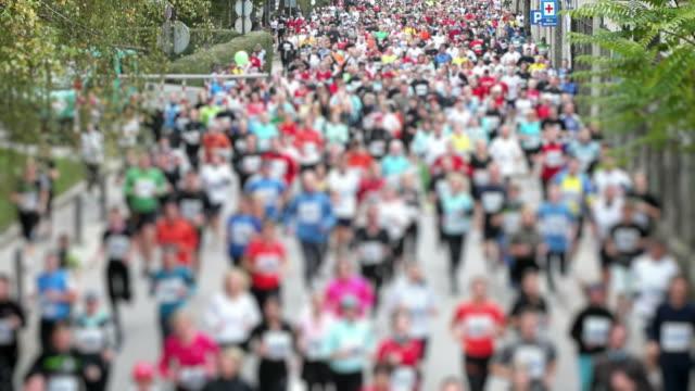 hd: marathon laufen - marathon stock-videos und b-roll-filmmaterial