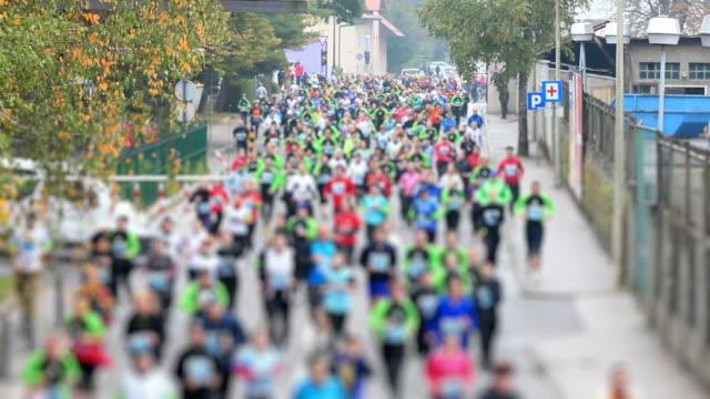 vídeos de stock, filmes e b-roll de hd: corrida de maratona - maratona