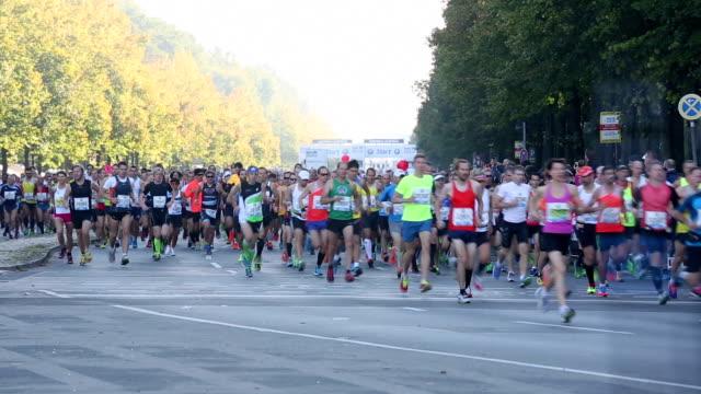 vídeos de stock, filmes e b-roll de corrida de maratona - maratona