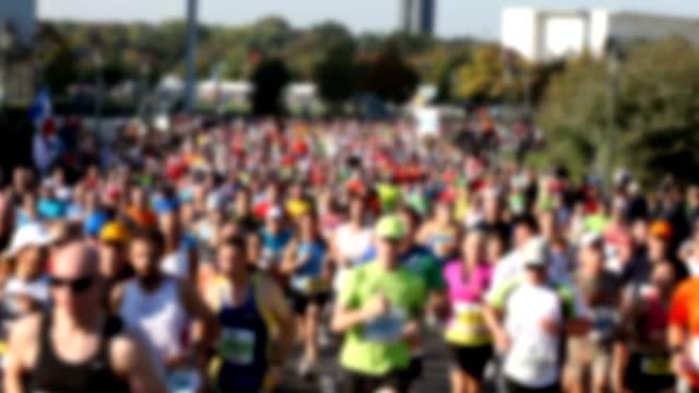 マラソンのランニング - トラック競技点の映像素材/bロール