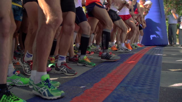 marathon start - beginnings stock videos & royalty-free footage