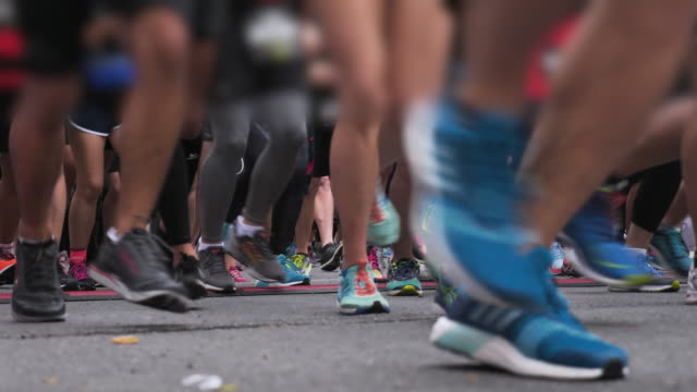 marathon starting line - contestant stock videos & royalty-free footage
