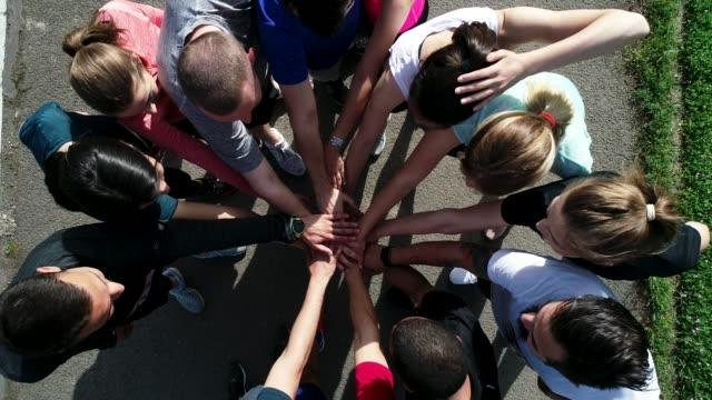 vidéos et rushes de équipe de marathon - équipe sportive