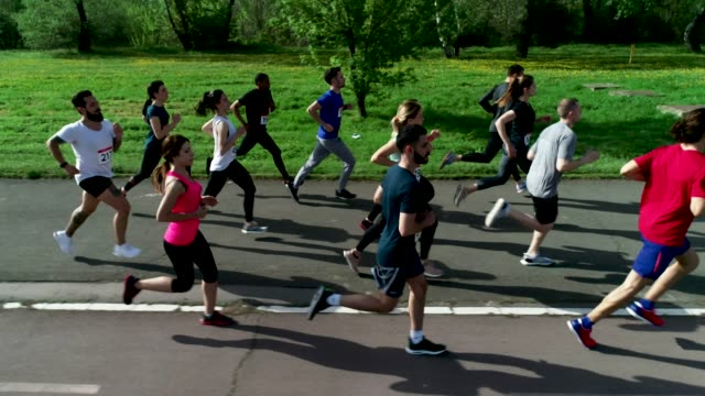 marathon - marathon stock-videos und b-roll-filmmaterial