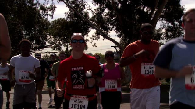 marathoners jog in a competition. - ランニングショートパンツ点の映像素材/bロール