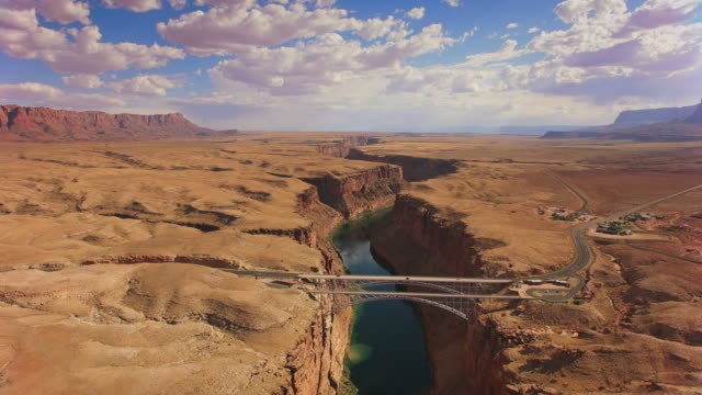 aerial marble canyon und die navajo bridge, az, usa - canyon stock-videos und b-roll-filmmaterial
