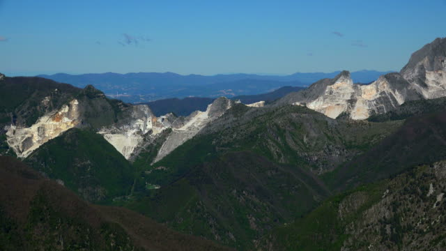 marble quarries near colonnata, apuan alps, tuscany, italy - marmor stock-videos und b-roll-filmmaterial