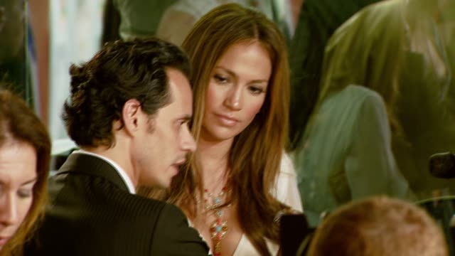vídeos de stock, filmes e b-roll de marc anthony and jennifer lopez at the 'el cantante' los angeles premiere at director's guild of america in hollywood california on july 31 2007 - director's guild of america
