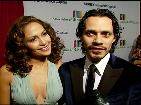 vídeos de stock, filmes e b-roll de marc anthony and jennifer lopez on being honored to be attending on being a big fan of tony bennett and on performing at the event on wishing tony... - tony bennett
