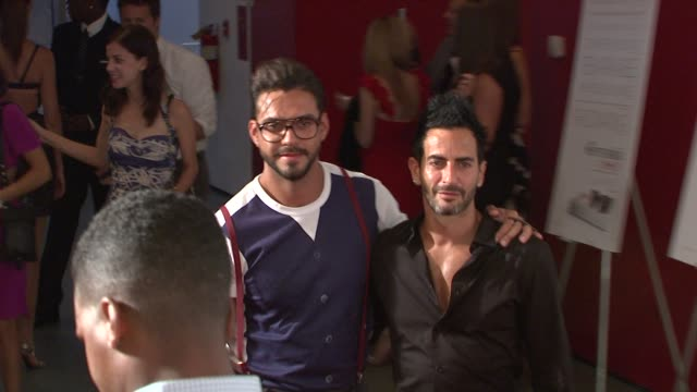 marc jacobs and guest at the new york special screening of the september issue at new york ny. - デザイナー マーク・ジェイコブス点の映像素材/bロール