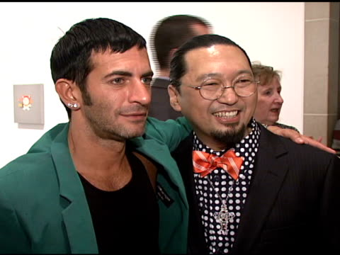 marc jacobs and takashi murakami at the the brooklyn museum and louis vuitton honor japanese artist takashi murakami at the brooklyn museum of art in... - デザイナー マーク・ジェイコブス点の映像素材/bロール