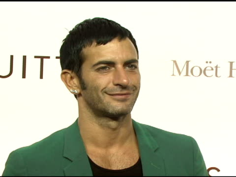 marc jacobs at the the brooklyn museum and louis vuitton honor japanese artist takashi murakami at the brooklyn museum of art in brooklyn, new york... - デザイナー マーク・ジェイコブス点の映像素材/bロール