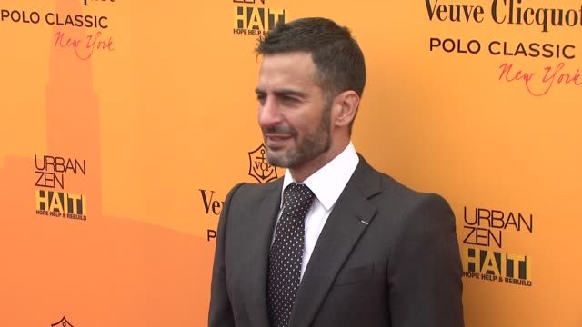 marc jacobs at the the fourth annual veuve clicquot polo classic at new york ny. - デザイナー マーク・ジェイコブス点の映像素材/bロール