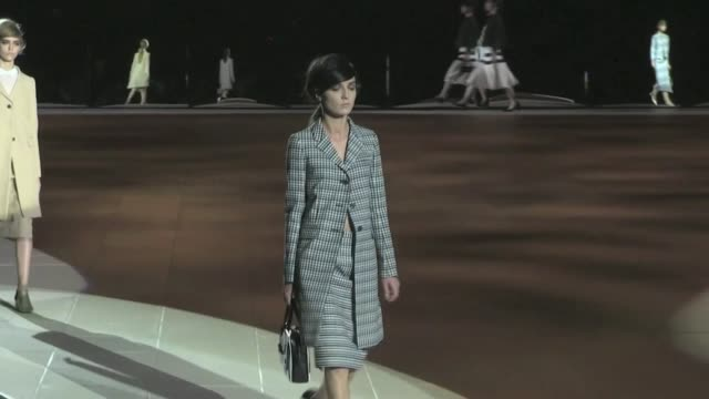 marc jacobs fashion show - runway - spring 2013 - mercedes-benz fashion week. marc jacobs fashion show runway - spring 2013 on september 10, 2012 in... - デザイナー マーク・ジェイコブス点の映像素材/bロール