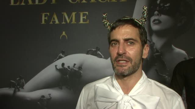 marc jacobs on being a huge gaga fan and her friend, and how creative and individual she is at lady gaga fame eau de parfum launch event at solomon... - デザイナー マーク・ジェイコブス点の映像素材/bロール