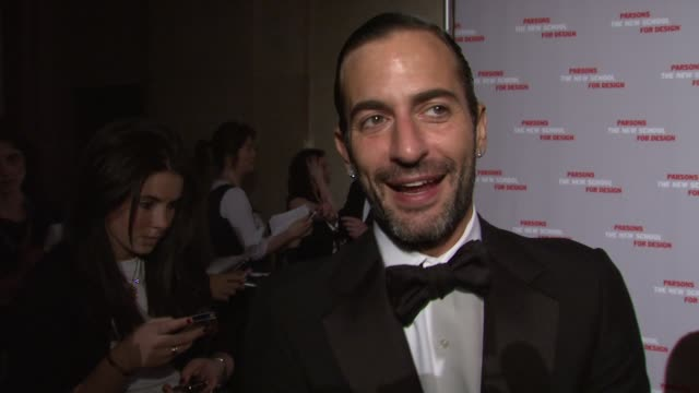 marc jacobs on supporting new, fresh talent and parsons design school. he talks about being fashionable and that it has nothing to do with money, but... - デザイナー マーク・ジェイコブス点の映像素材/bロール