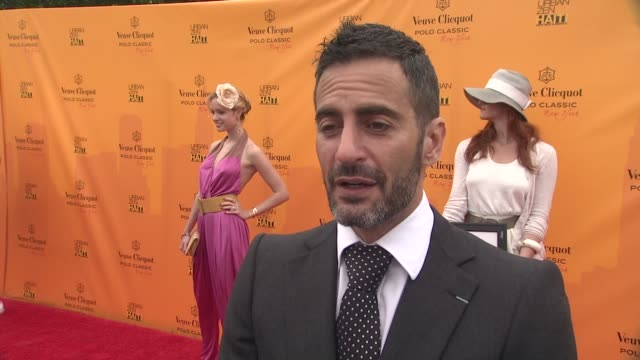 marc jacobs talks about the importance of supporting the cause and donna karan's involvement at the the fourth annual veuve clicquot polo classic at... - デザイナー マーク・ジェイコブス点の映像素材/bロール