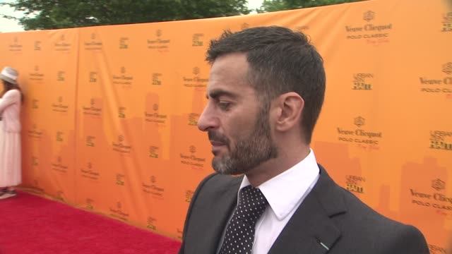 marc jacobs talks about what intrigued jim about the event. talks about friendship with nacho at the the fourth annual veuve clicquot polo classic at... - デザイナー マーク・ジェイコブス点の映像素材/bロール