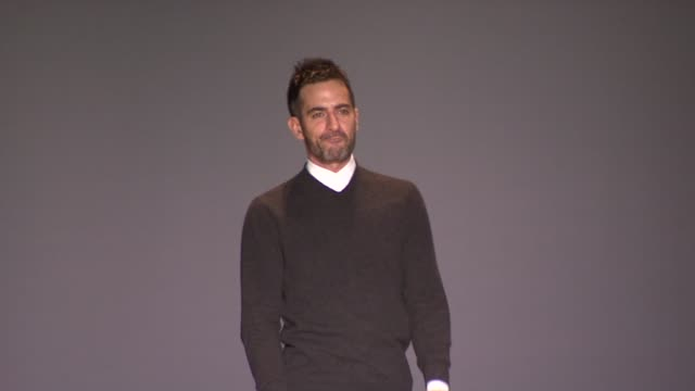 marc jacobs walk the runway after marc jacobs fall 2011 show during mercedes-benz fashion week fall 2011 . - デザイナー マーク・ジェイコブス点の映像素材/bロール