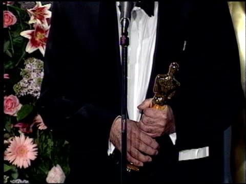 vidéos et rushes de marcel ophuls at the 1989 academy awards at the shrine auditorium in los angeles, california on march 29, 1989. - 61e cérémonie des oscars