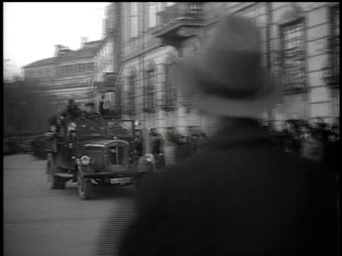 march 13, 1938 bw nazi vips in convertible drive fast down street giving the hitler salute while german army soldier in the street returns it /... - adolf hitler video stock e b–roll