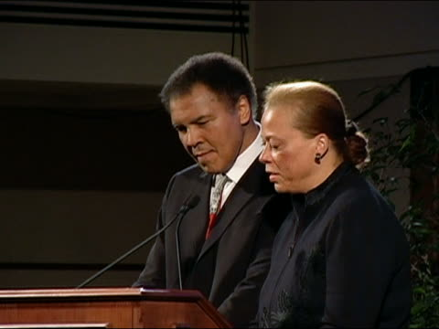 vídeos de stock, filmes e b-roll de march 17 2005 ali accepting lifetime achievement award from search for common ground ngo / dc - 60 anos