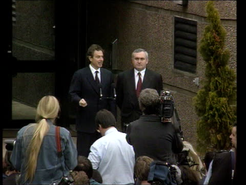 stockvideo's en b-roll-footage met belfast stormont tgvs irish prime minister bertie ahern and british prime minister tony blair at press conference - peter mandelson