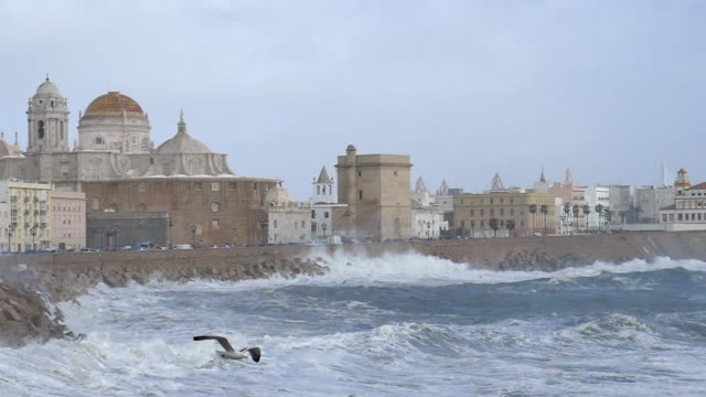 Storm Emma Hits Cadiz Spain Super slow motion of Waves Exploding over 30 foot wall to the Cathedral Huge high tide 90KM/hr wind and 22 Foot Waves...