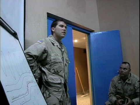 march 24 2004 eod specialist explaining what ied is, baghdad, iraq, audio - dreiviertelansicht stock-videos und b-roll-filmmaterial