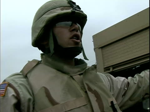 march 27 2004 montage soldiers and military robot, baghdad, iraq, audio - 30代の男性だけ点の映像素材/bロール