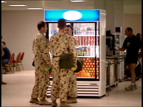 march 31, 1999 montage u.s. army soldiers carrying food trays, milling about cafeteria cooler, and standing in line at as saliyah army base / doha,... - camp as sayliyah bildbanksvideor och videomaterial från bakom kulisserna