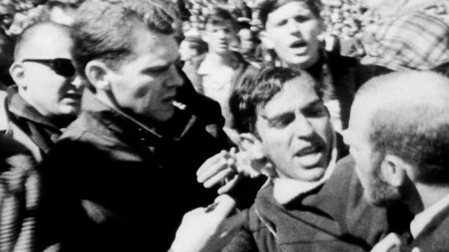 vidéos et rushes de 50000 march down market street to kezar stadium for mass peace demonstration assembly / pro and antivietnam war protesters clash and shove each other... - 1967
