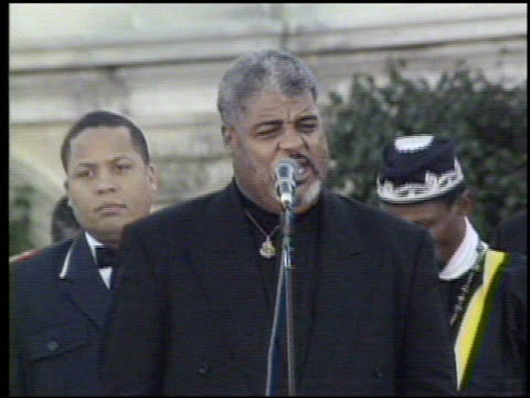 / march organizer dr benjamin chavis speaking to crowds / banner saying 'mourn black women seeking white men' / reverend robert smith jr from detroit... - 1995 stock-videos und b-roll-filmmaterial