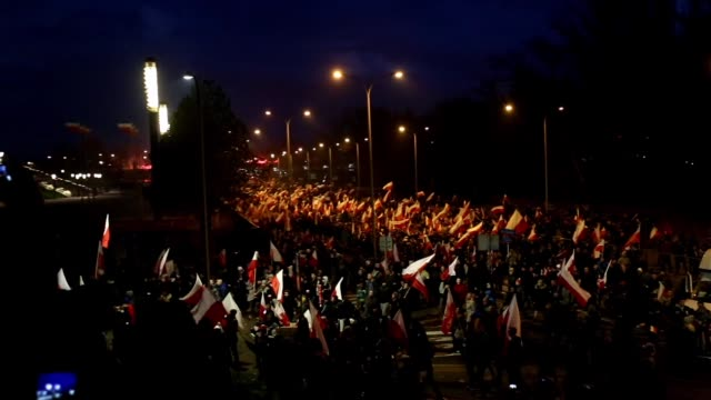 stockvideo's en b-roll-footage met march to commemorate poland's national independence day in warsaw poland on november 11 2017 - polen