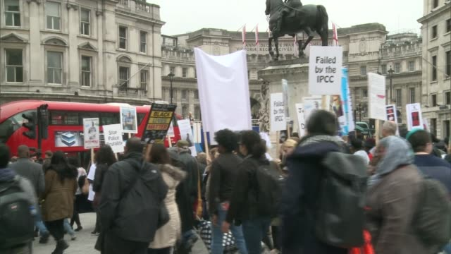 march to remember people who died in police custody prisons and secure units england london ext people with giant banner and placards marching from... - itv london tonight weekend点の映像素材/bロール