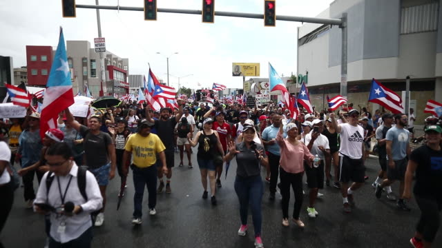vidéos et rushes de march we are more where hundreds of protestes gathered on the milla de oro in hato rey after 12 days of protests in front of governor ricardo... - gouverneur