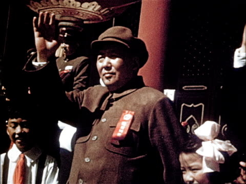 marchers cheer and wave / muslims and buddhists march / chairman mao waves to the marchers - comunismo video stock e b–roll