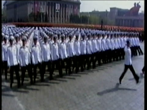 vídeos de stock, filmes e b-roll de marching army dressed in white uniform parade in unison before kim jong il north korea 11 mar 03 - estilo dos anos 2000