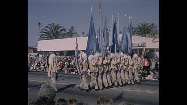 vídeos de stock, filmes e b-roll de marching band all dressed as indian chiefs see's candy float with the beatles standing on an elephant - dia do ano novo