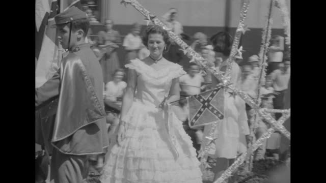 marching band in parade pan to spectators crowded on sidewalk / float with boys dressed in confederate uniforms in front of woman and girls waving... - marching band stock videos & royalty-free footage