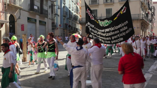 ws marching bands and parade festival of san fermin / pamplona, navarre, spain - performer stock videos & royalty-free footage