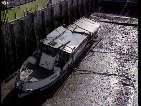 inquest to be reopened cr997 / 2081989 marchioness lying on sandbank name plate marchioness on side of boat pull - marchioness stock videos and b-roll footage