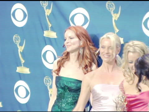 vídeos de stock e filmes b-roll de marcia cross nicollette sheridan felicity huffman and eva longoria at the 2005 emmy awards press room at the shrine auditorium in los angeles... - nicollette sheridan
