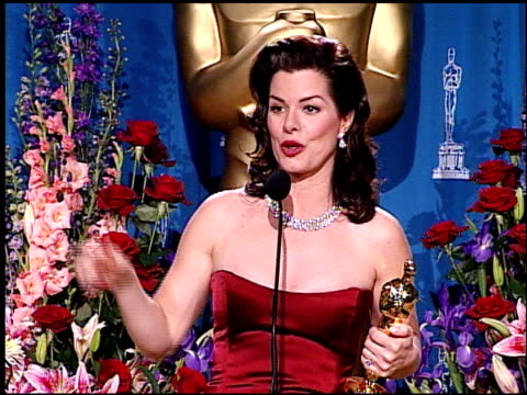 marcia gay harden at the 2001 academy awards at the shrine auditorium in los angeles, california on march 25, 2001. - 第73回アカデミー賞点の映像素材/bロール