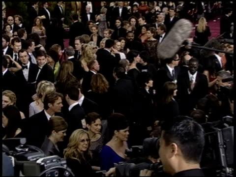 vidéos et rushes de marcia gay harden at the 2004 academy awards arrivals at the kodak theatre in hollywood, california on february 29, 2004. - 76e cérémonie des oscars