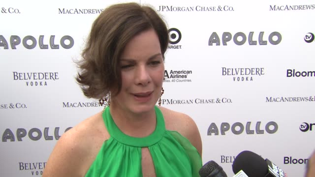 vídeos de stock e filmes b-roll de marcia gay harden lives in the neighborhood and thinks highly of the apollo and it's contribution to the neighborhood more than the ceremony itself... - benefit concert