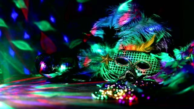 karneval in rio karnevalsmaske und bunten dekorationen. - perlenschnur stock-videos und b-roll-filmmaterial
