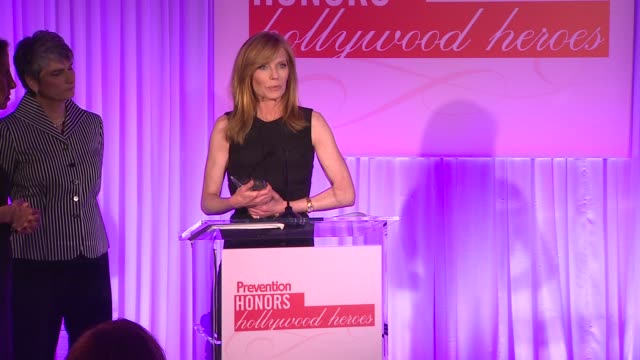 marg helgenberger accepts her award at the prevention magazine presents the 2nd annual prevention honors hollywood heroes event at west hollywood ca. - marg helgenberger stock videos & royalty-free footage