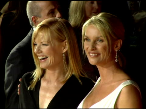 vídeos de stock e filmes b-roll de marg helgenberger and nicollette sheridan at the 2006 people's choice awards arrivals at the shrine auditorium in los angeles california on january... - nicollette sheridan