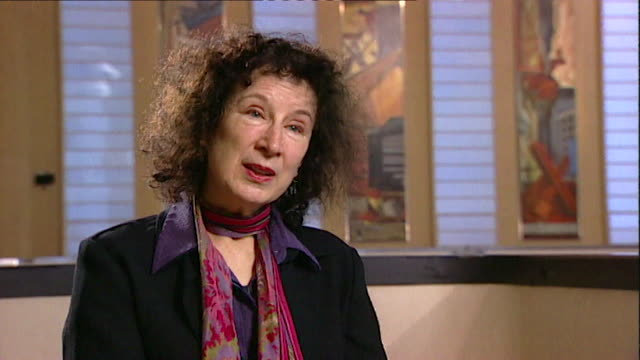 margaret atwood believes 'canadians go out of their way to pretend they are not impressed' core number andn109t aeyz198w - letteratura video stock e b–roll